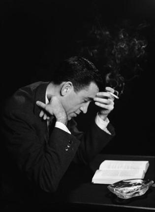 Αποτέλεσμα εικόνας για famous writers reading a book photos