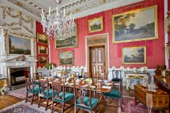 Crimson Dining Room (Image: Wikimedia Commons)